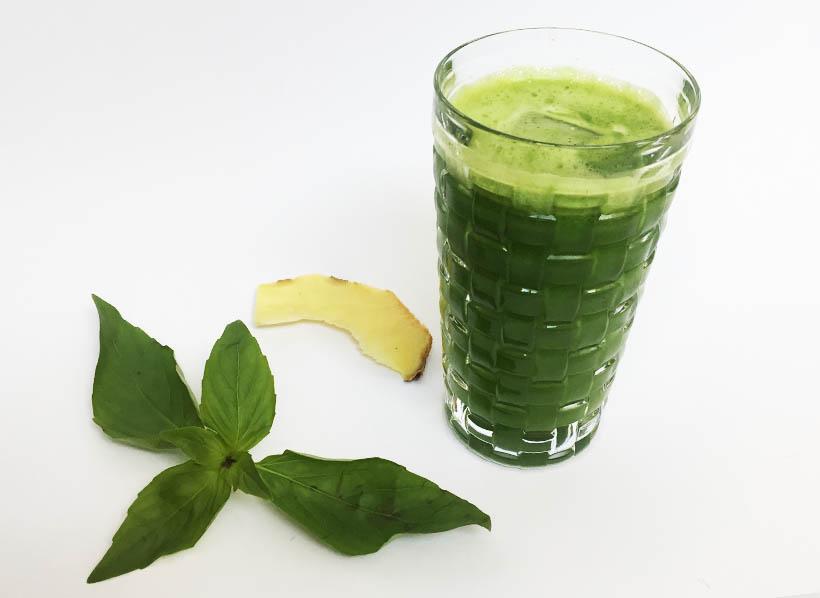 Grüner Saft aus Apfel und Spinat perfekt für Detox und Entschlackung